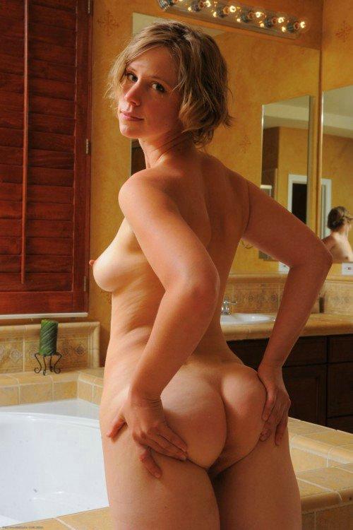 Naked amateur mature ass