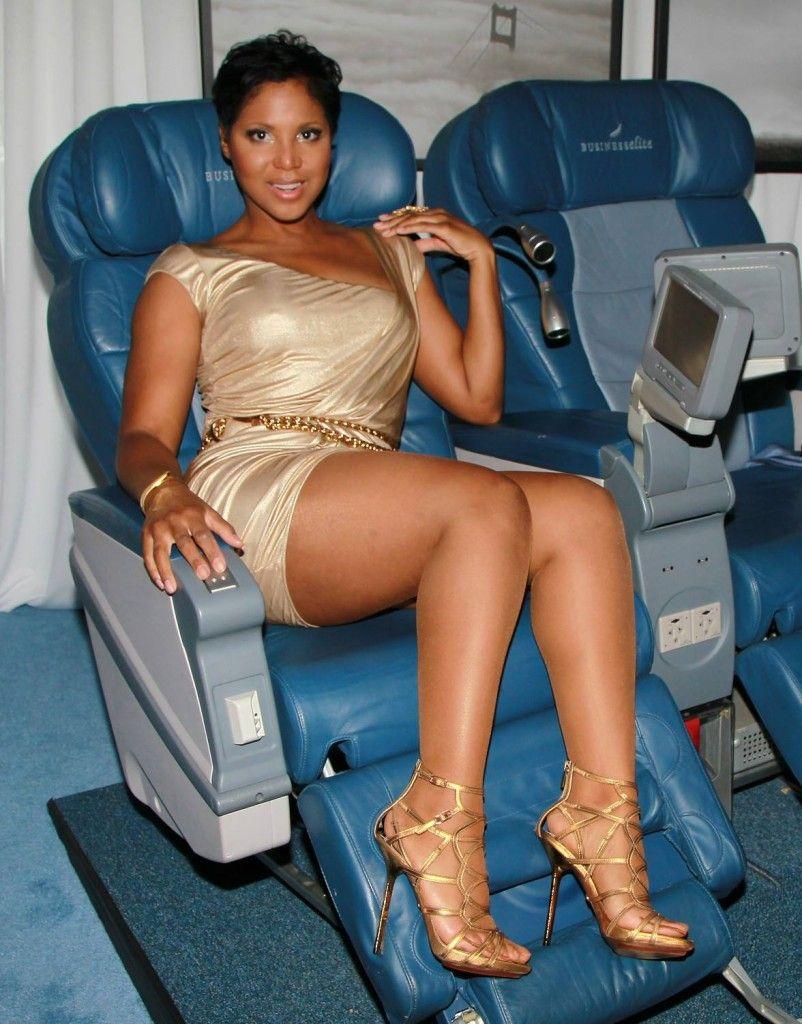 Ebony pantyhose legs in stockings