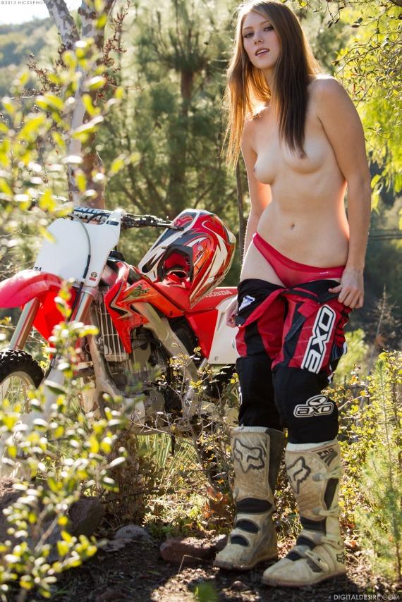 dirt bikes naked girls on Shae