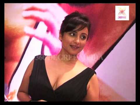 Divya dutta hot cleavage