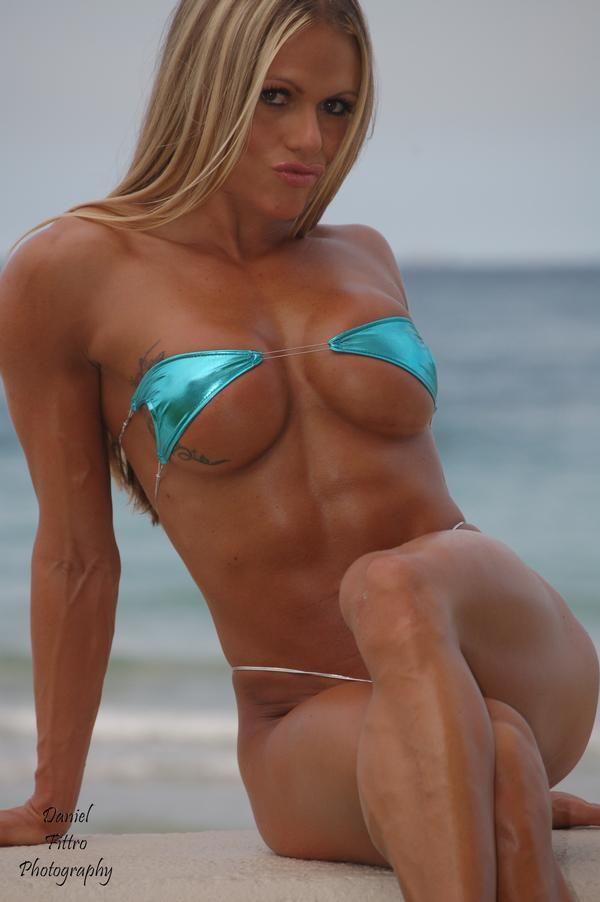 Female muscle larissa reis nude