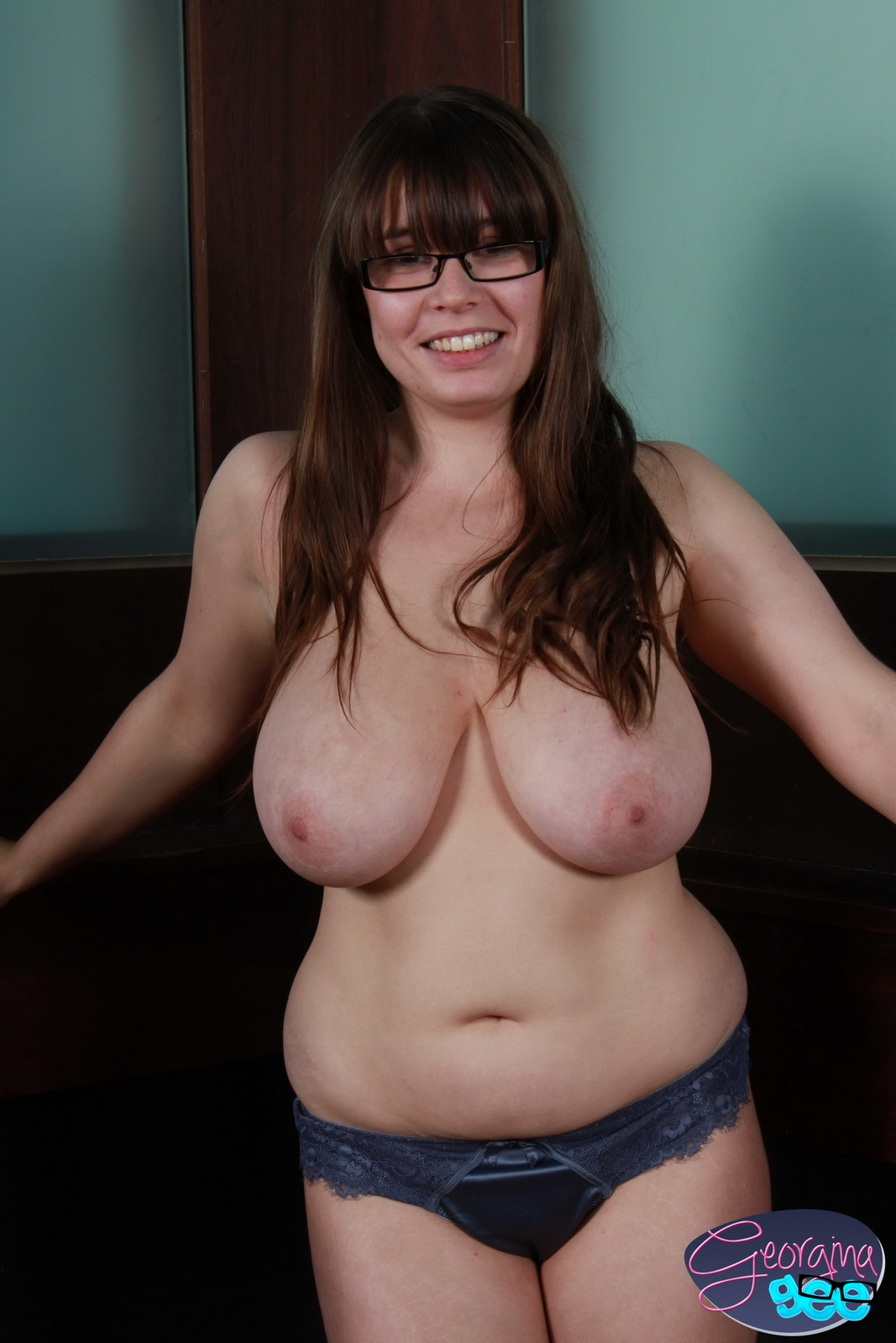 busty-nerdy-nude-women