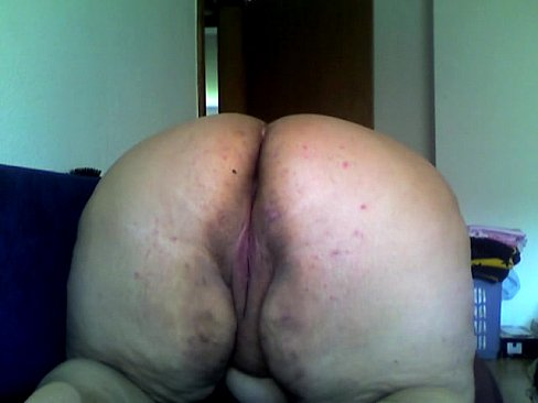 Big pussy showing on cam