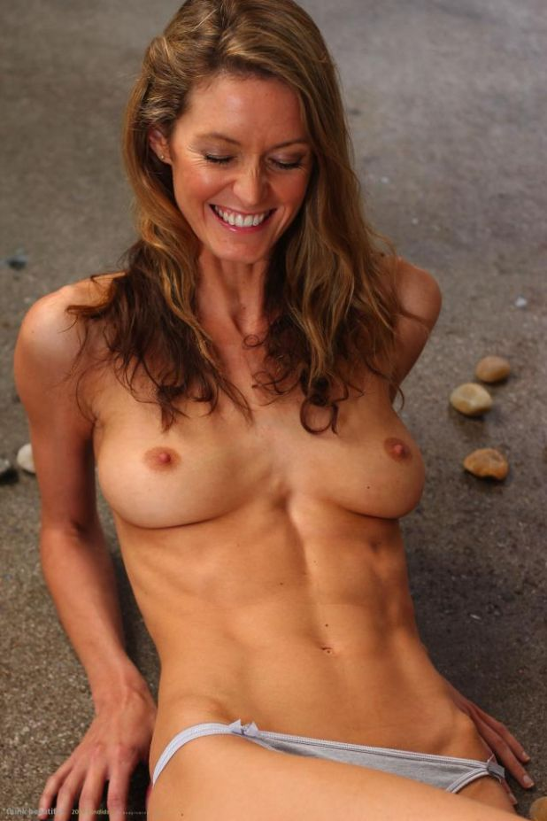 Nude hot fit mom