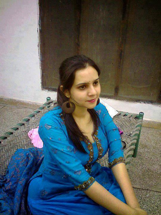 Pakistani Hot aunty mom sexy and