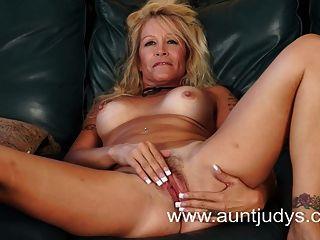 Amateur milf evette nude