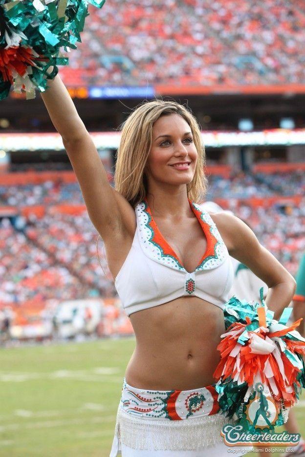 Miami dolphins cheerleader brianne herndon