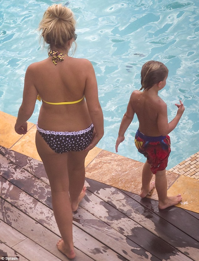Britney spears bikini ass pool