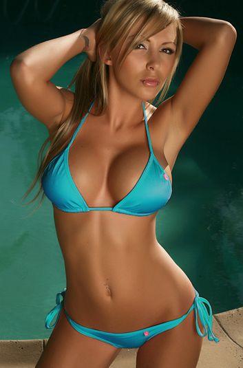 Hot sexy women in bikinis