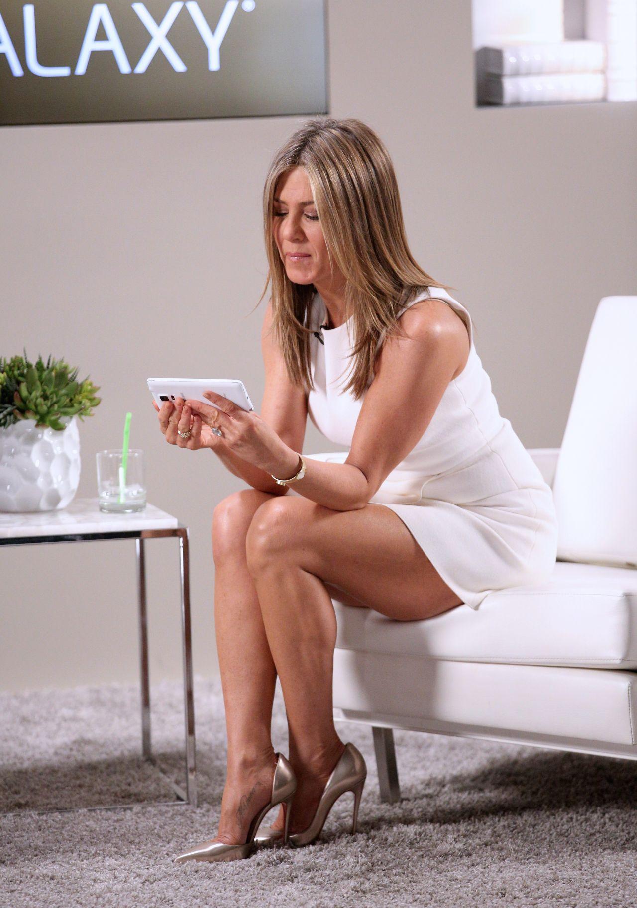 aniston legs Jennifer