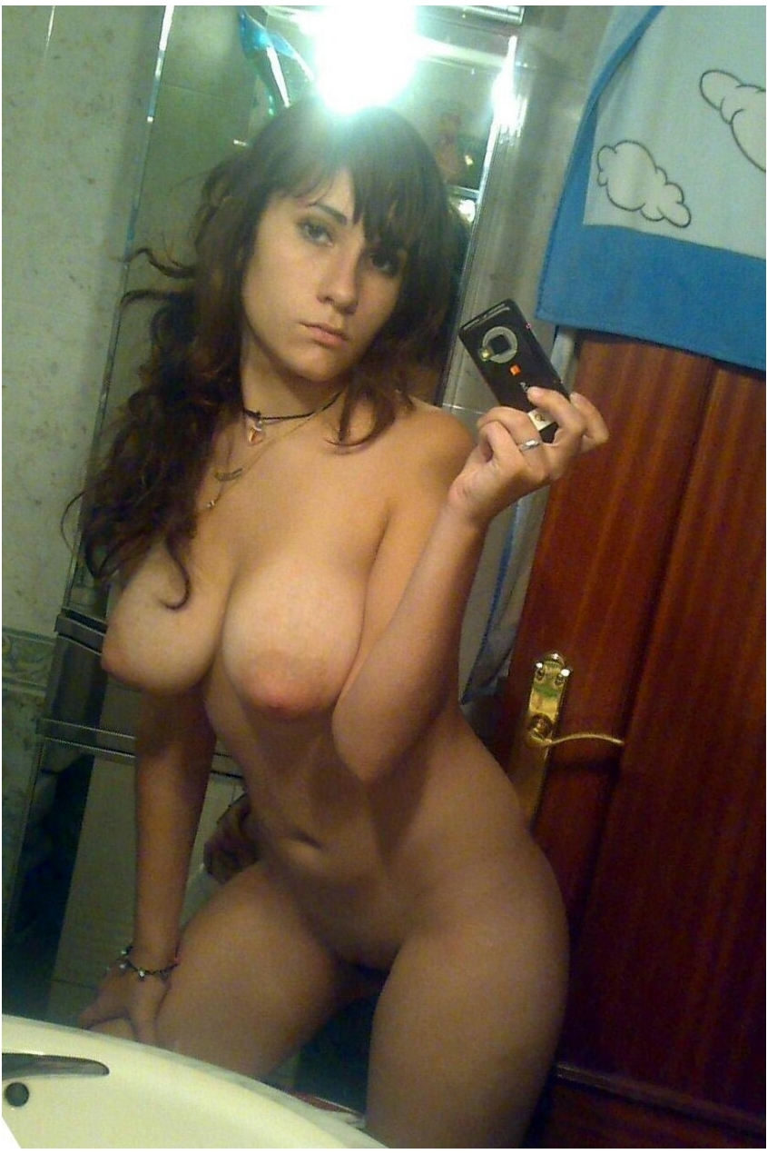 Amateur nude selfy