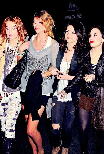 Selena gomez and demi miley taylor squirt