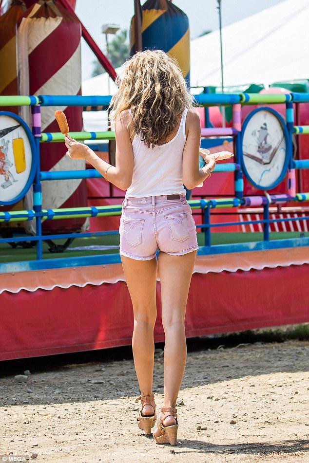 Girl tight shirt no bra and skirts