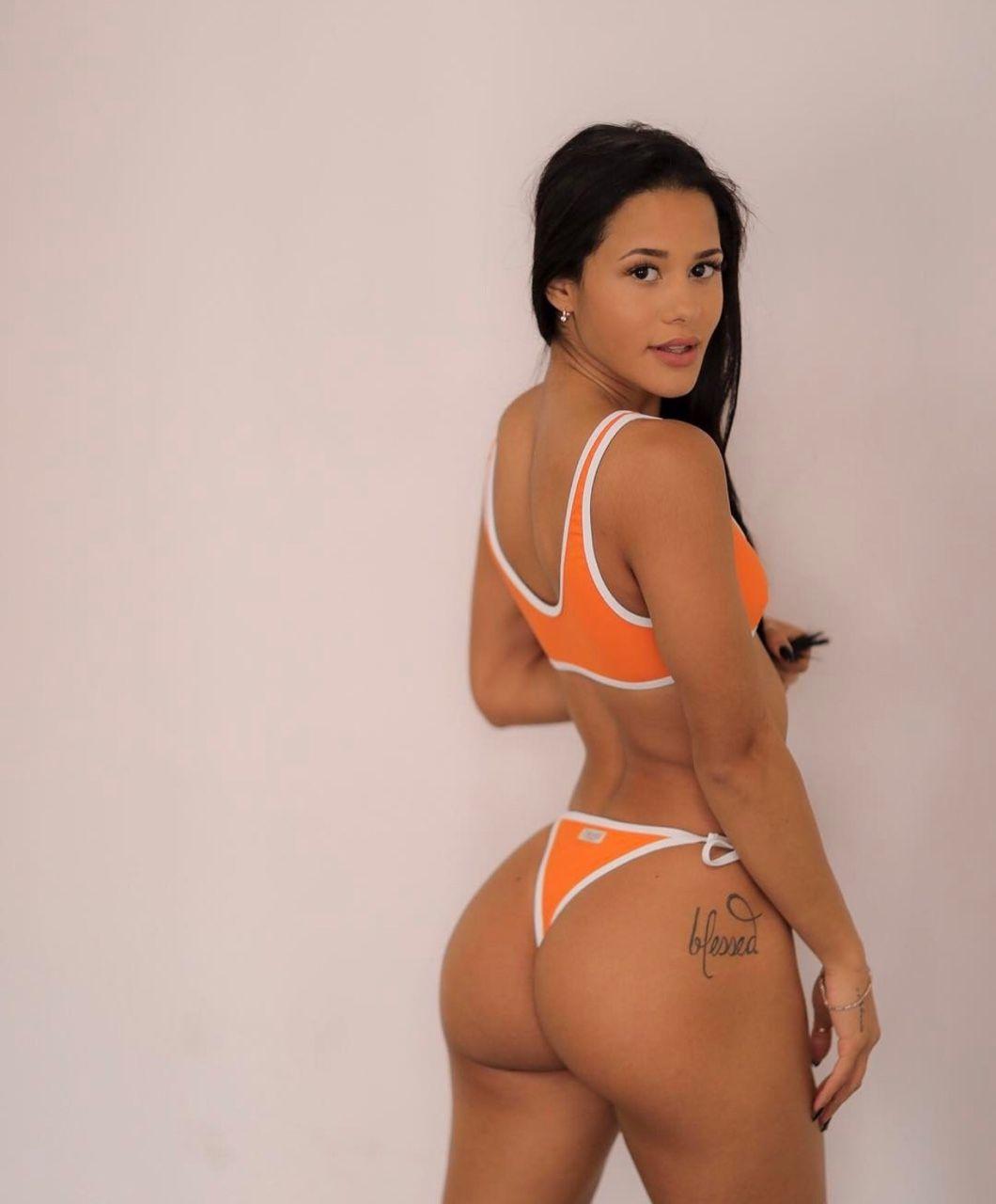 Latina thong ass selfie