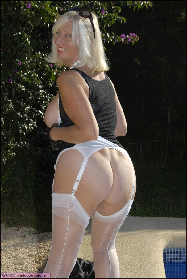 5 free mature pantyhose gallery