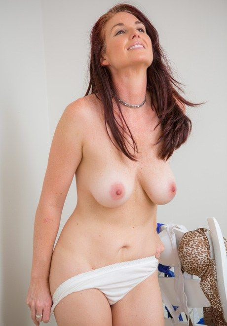 Naked milf hot moms nude