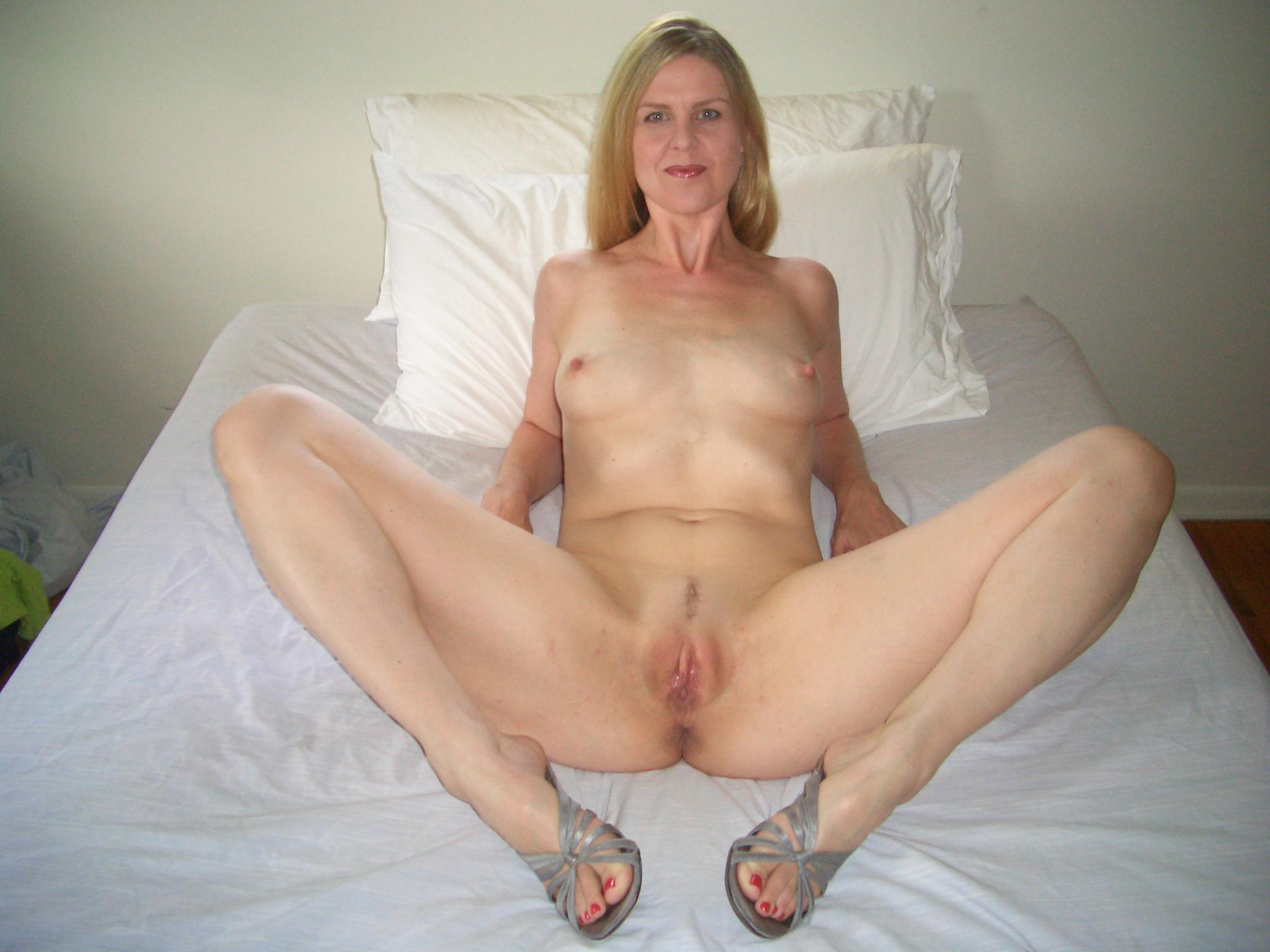 naked-amatuer-spreads-sex-godess