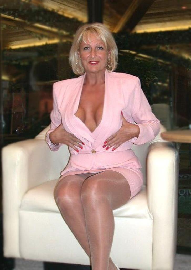 Mature women with nice legs