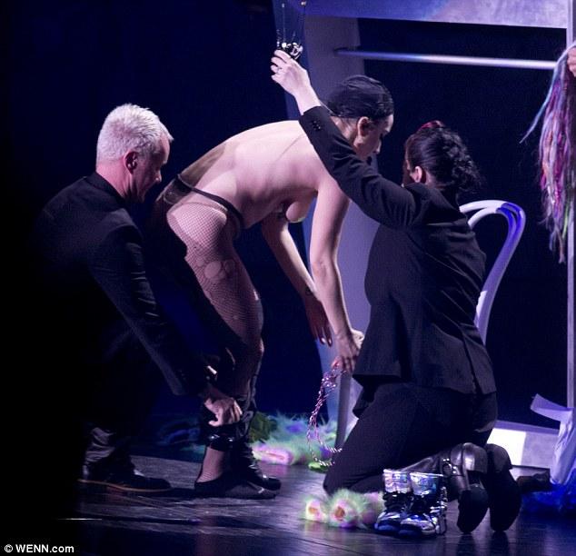 Lady gaga naked stage
