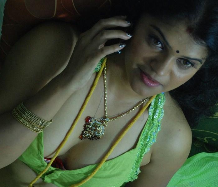 Mallu aunty public nude