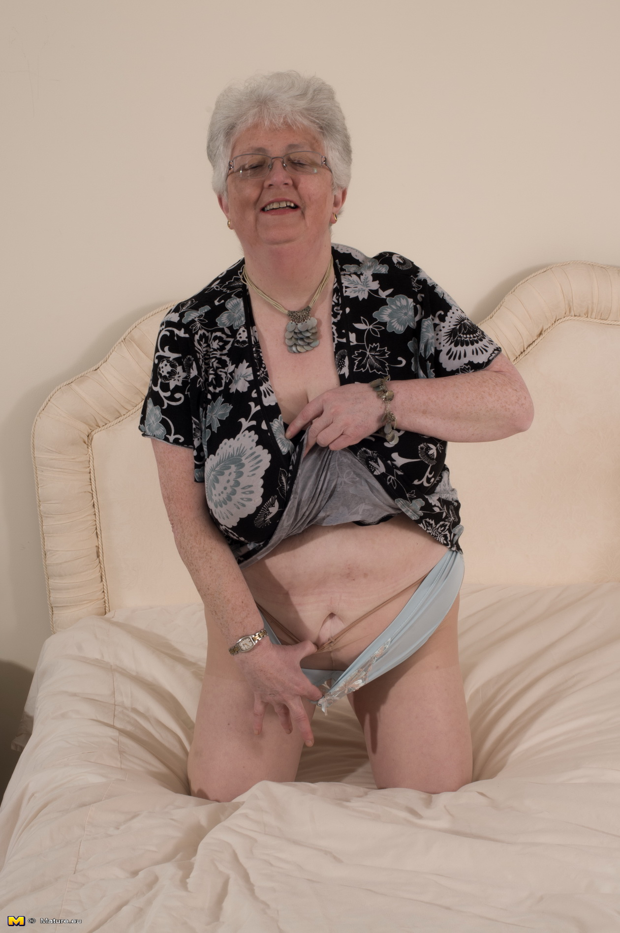 Nude mature british grannies
