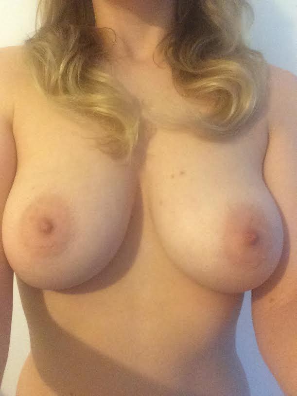 Medium size boob porn