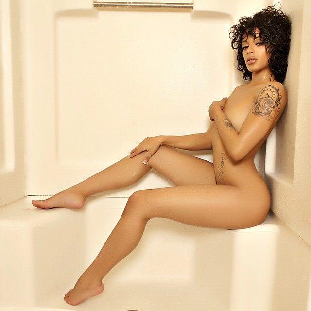 Beautiful nude women with sexy feet