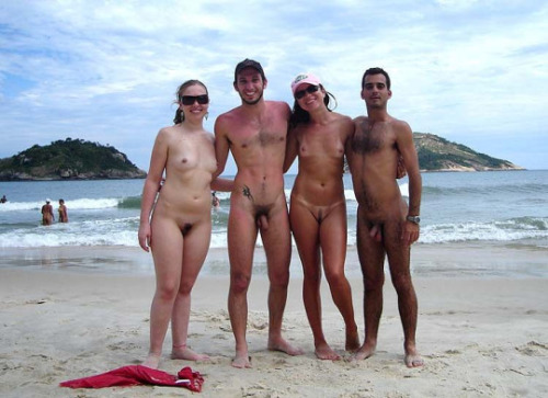 beach girls nude French