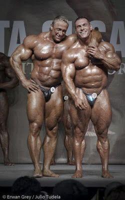 Gay bodybuilder muscle worship