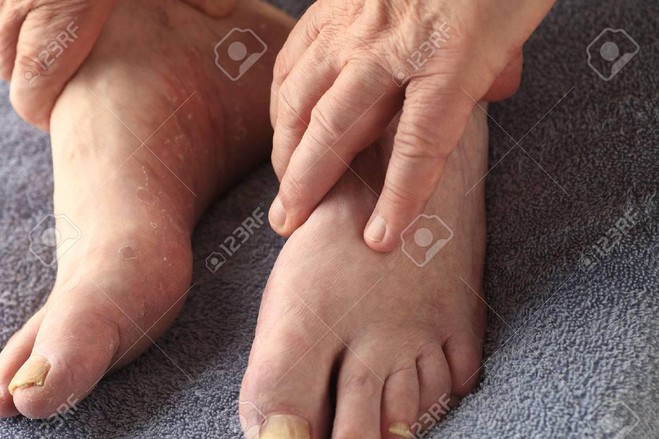 S has has feet