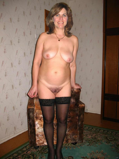 Real amateur mature wife posing nude
