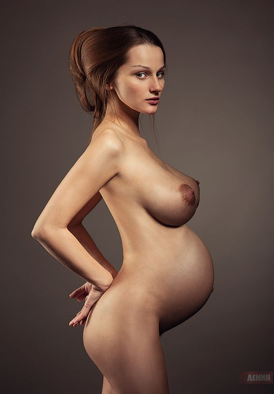 Beautiful pregnant woman nude