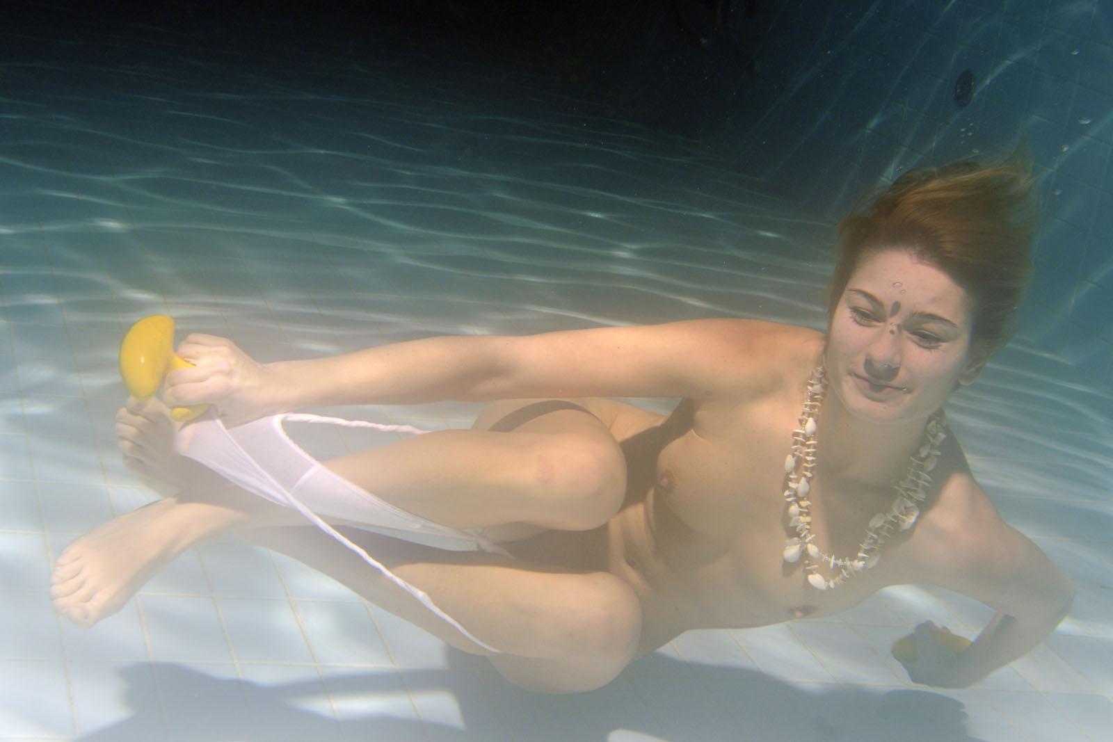 Girls swimming nude