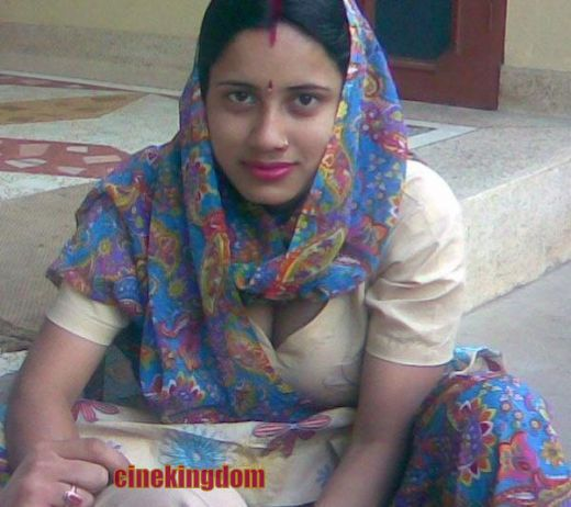 Hot desi aunty boobs