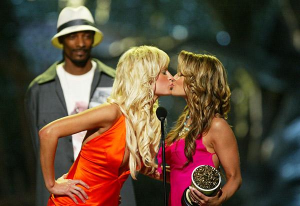 Kissing amateur lesbians