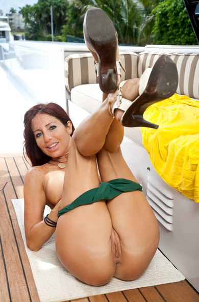 Tara holiday hot mature women ass