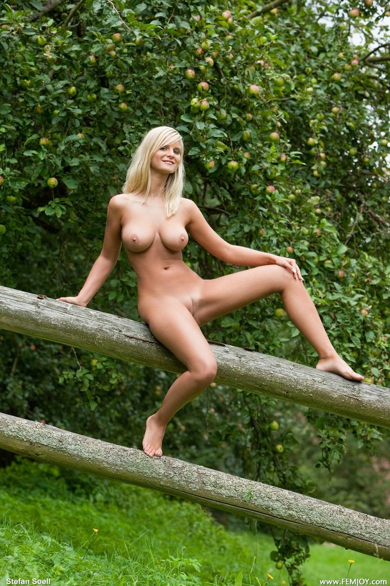 Outdoor mary queen nude