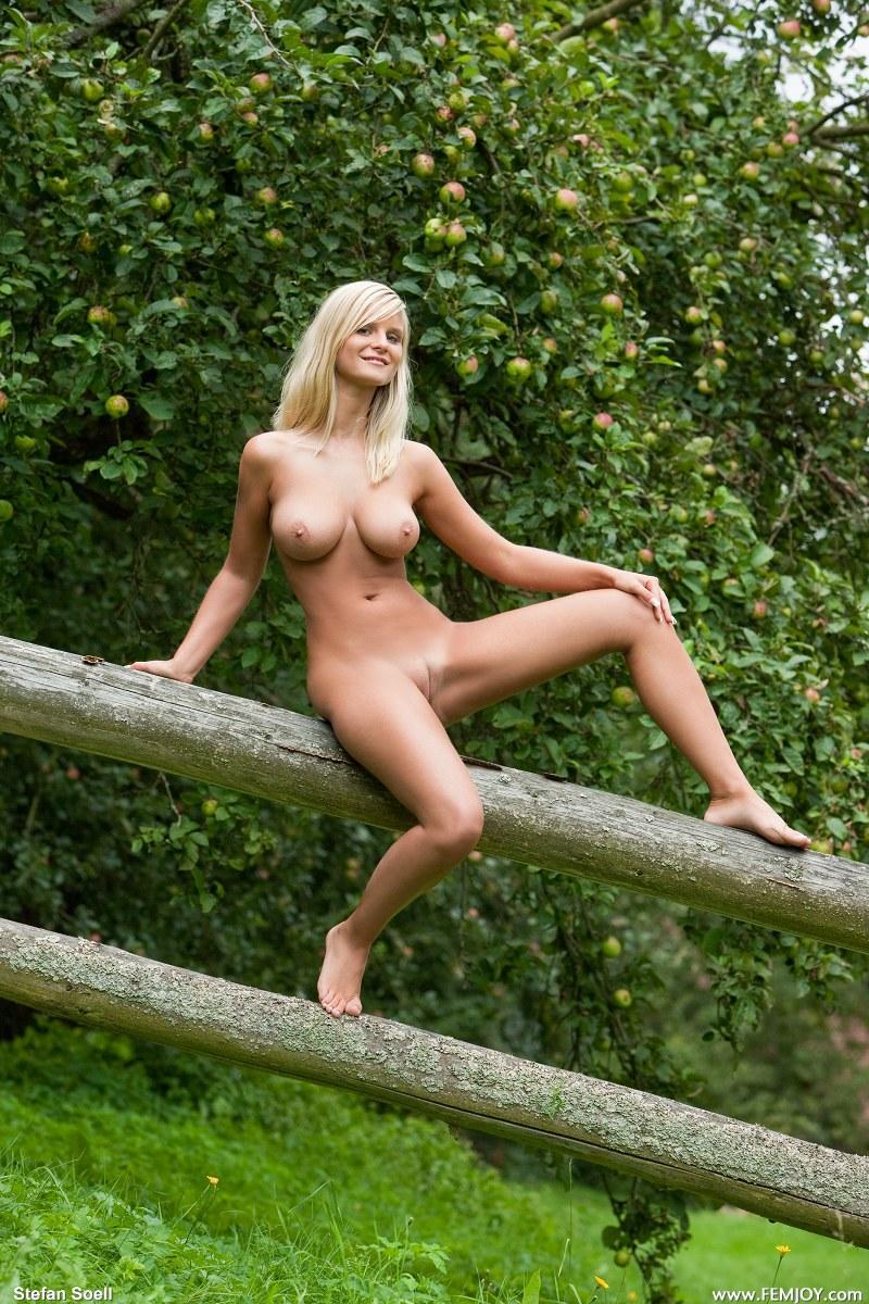 Outdoor mary queen nude