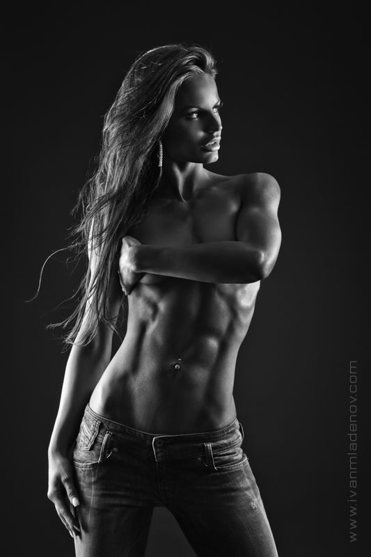athletic nude muscle Toned women