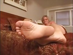 Mature big saggy tits feet and soles