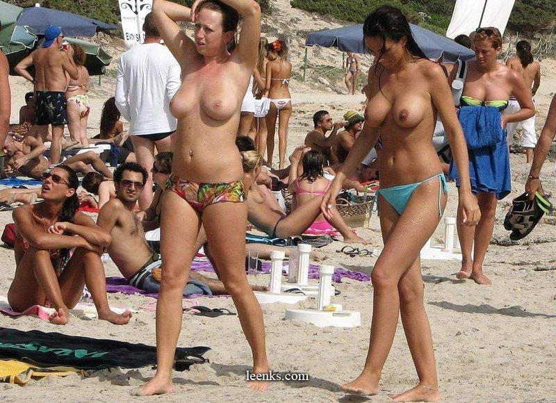 nude girls Hot beach