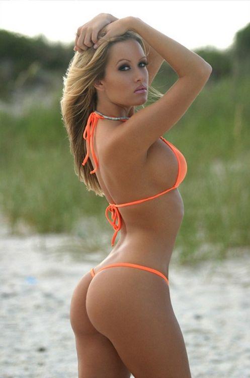 Blonde bikini babe porn