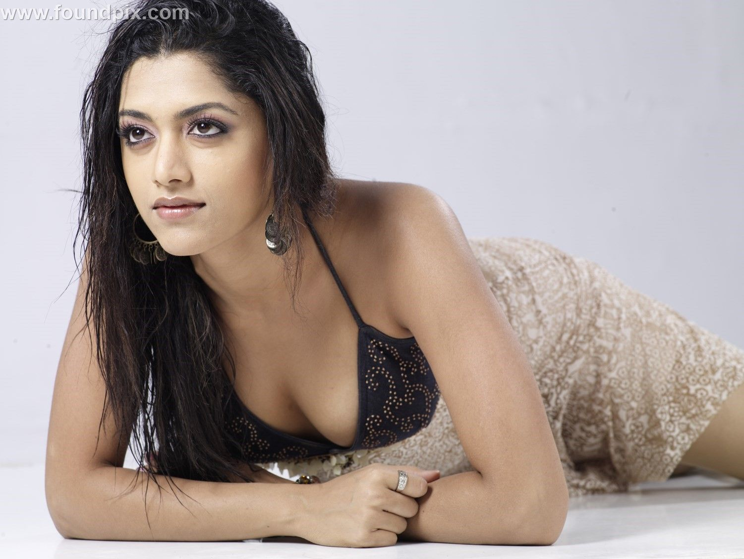 Actress mamta mohandas hot