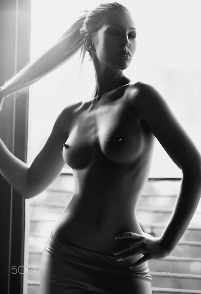 Black and white pictures of nude women