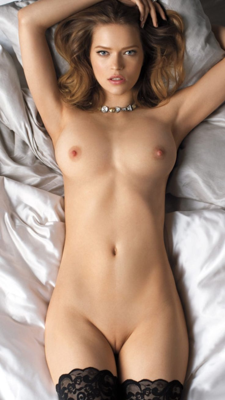Natural Beautiful Naked Women Photo 2