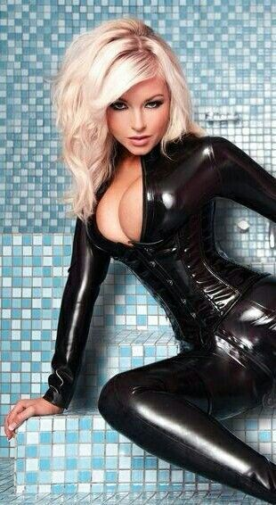 Sexy blonde latex girls