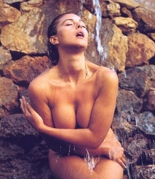 Monica bellucci sunbathing nude