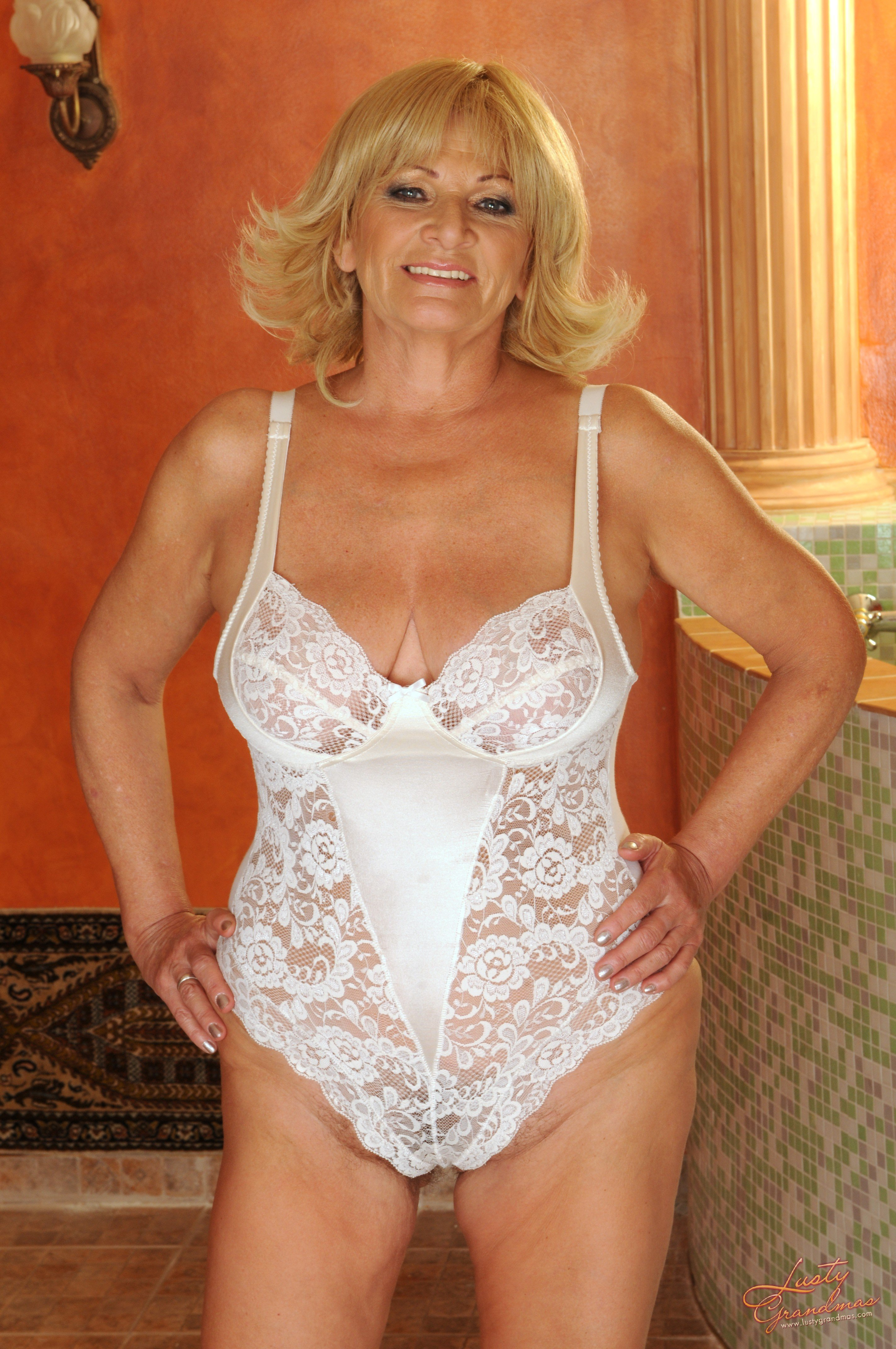 Nude naked granny gratuitescolaire