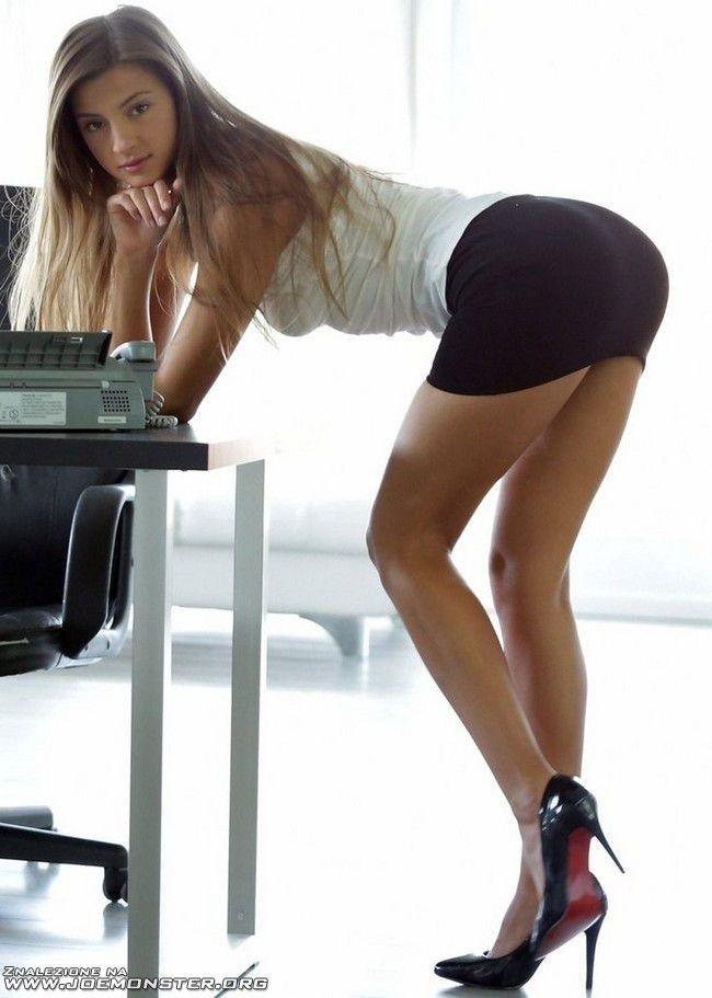 Sexy short skirt ass
