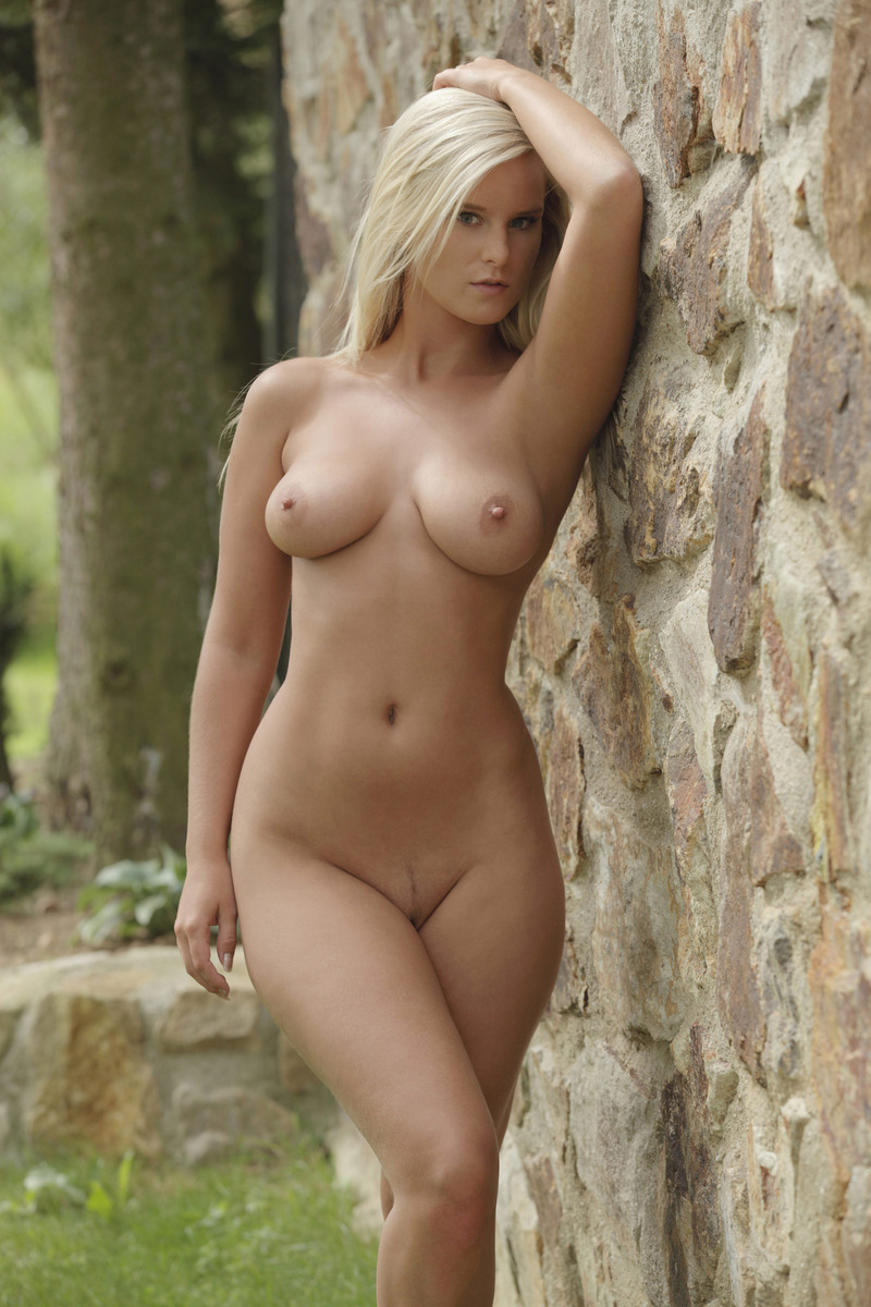 nude Outdoor mary queen